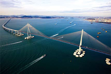 The 18-kilometer Incheon Bridge connecting Incheon International Airport and the New Songdo International City