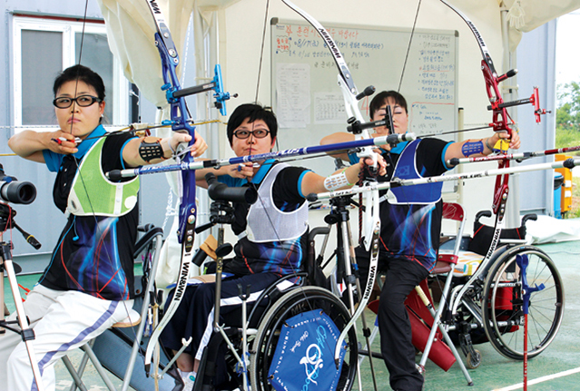 Female archery trio Lee Hwa-sook (left), Ko Hee-sook (center), and Lee Hwa-sook (right) will be competing in the group wheelchair archery event at the 2012 London Paralympics. Called the Sook Sisters for the shared syllable in their names, the team recently won gold at the Guangzhou 2010 Asian Para Games.