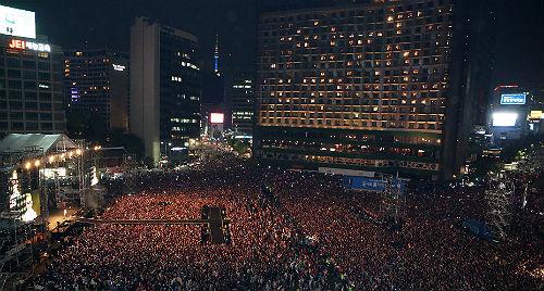 y在首尔市厅广场的