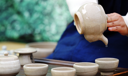 Korea's traditional tea culture traces back to the 3rd century. Drinking tea is an experience that appeals to all five senses (photo: Yonhap News).