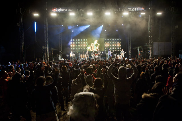 Fans cheer at the Party Stage for the eighth Jarasum International Jazz Festival in 2011(photo courtesy of Jarasum International Jazz Festival).