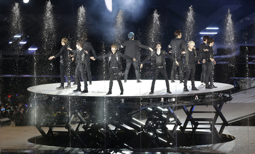 Korean pop boy group Super Junior performs during the SMTown Live World Tour III in Seoul, Korea on Saturday, August 18, 2012 (photo: Yonhap News).