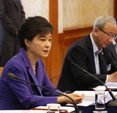 President Park holds 1st finance strategy meeting